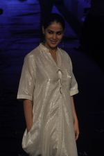 Genelia D Souza at Asmita Marwa Show at Lakme Fashion Week 2015 Day 3 on 20th March 2015 (43)_550e8b37459cf.JPG
