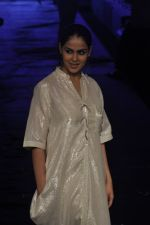 Genelia D Souza at Asmita Marwa Show at Lakme Fashion Week 2015 Day 3 on 20th March 2015 (44)_550e8b3a9f622.JPG