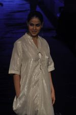 Genelia D Souza at Asmita Marwa Show at Lakme Fashion Week 2015 Day 3 on 20th March 2015 (45)_550e8b3c60d37.JPG