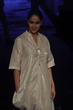 Genelia D Souza at Asmita Marwa Show at Lakme Fashion Week 2015 Day 3 on 20th March 2015 (46)_550e8b3f3bbc8.JPG