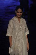 Genelia D Souza at Asmita Marwa Show at Lakme Fashion Week 2015 Day 3 on 20th March 2015 (49)_550e8b4834b45.JPG