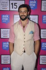 Arunoday Singh on Day 5 at Lakme Fashion Week 2015 on 22nd March 2015 (15)_550fde813c5b1.JPG
