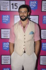Arunoday Singh on Day 5 at Lakme Fashion Week 2015 on 22nd March 2015 (18)_550fde38baeea.JPG