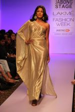 Carol Gracias walk the ramp for Vernadah Show at Lakme Fashion Week 2015 Day 5 on 22nd March 2015 (93)_550ff58c2d717.jpg