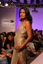 Carol Gracias walk the ramp for Vernadah Show at Lakme Fashion Week 2015 Day 5 on 22nd March 2015 (99)_550ff5910a137.jpg