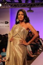 Carol Gracias walk the ramp for Vernadah Show at Lakme Fashion Week 2015 Day 5 on 22nd March 2015 (95)_550ff5c293768.jpg