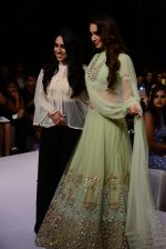 Kiara Advani walk the ramp for Ridhi Mehra Show at Lakme Fashion Week 2015 Day 5 on 22nd March 2015 (75)_551009ecf3789.JPG