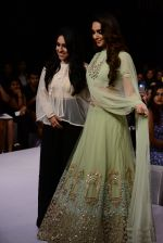 Kiara Advani walk the ramp for Ridhi Mehra Show at Lakme Fashion Week 2015 Day 5 on 22nd March 2015 (76)_551009ee38553.JPG