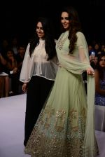 Kiara Advani walk the ramp for Ridhi Mehra Show at Lakme Fashion Week 2015 Day 5 on 22nd March 2015 (77)_551009efb010d.JPG