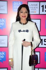 Simi Garewal at Anamika Khanna Grand Finale Show at Lakme Fashion Week 2015 Day 5 on 22nd March 2015(253)_550fe65829a7a.JPG