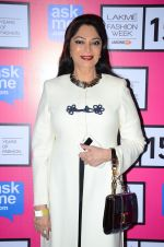Simi Garewal at Anamika Khanna Grand Finale Show at Lakme Fashion Week 2015 Day 5 on 22nd March 2015(254)_550fe659c34e3.JPG