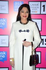 Simi Garewal at Anamika Khanna Grand Finale Show at Lakme Fashion Week 2015 Day 5 on 22nd March 2015(255)_550fe65ba61ff.JPG
