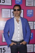 Sudhanshu Pandey on Day 5 at Lakme Fashion Week 2015 on 22nd March 2015 (18)_550fdf56770e3.JPG