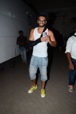 Ranveer Singh snapped post pack up at shoot in Mehboob on 24th March 2015 (4)_551258ce257d8.JPG