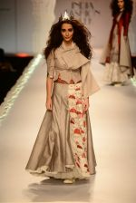 Model walk the ramp for Anju Modi on day 1 of Amazon India Fashion Week on 25th March 2015 (180)_5513cd92d8861.JPG
