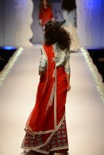 Model walk the ramp for Anju Modi on day 1 of Amazon India Fashion Week on 25th March 2015 (88)_5513cbcdac687.JPG