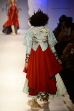 Model walk the ramp for Anju Modi on day 1 of Amazon India Fashion Week on 25th March 2015 (60)_5513cb06df26a.JPG