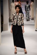 Model walk the ramp for Kavita Bhartia on day 1 of Amazon India Fashion Week on 25th March 2015 (260)_5513d1e1b76b3.JPG