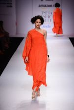 Model walk the ramp for Nikasha on day 1 of Amazon India Fashion Week on 25th March 2015 (105)_5513d2fbe9ea5.JPG
