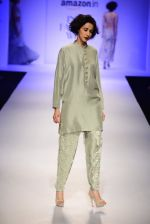 Model walk the ramp for Payal Singhal on day 1 of Amazon India Fashion Week on 25th March 2015 (173)_5513d558c96d4.JPG