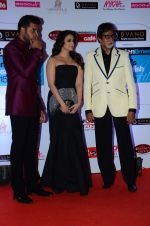 Abhishek Bachchan, Aishwarya Rai Bachchan, Amitabh Bachchan at HT Mumbai_s Most Stylish Awards 2015 in Mumbai on 26th March 2015 (1160)_5515439f2dd58.JPG