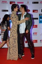 Gauhar Khan, Varun Dhawan at HT Mumbai_s Most Stylish Awards 2015 in Mumbai on 26th March 2015(1947)_551540a0058e7.JPG