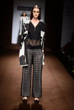 Model walk the ramp for Abraham Thakore on day 2 of Amazon India Fashion Week on 26th March 2015 (100)_551527e51ecca.JPG
