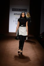 Model walk the ramp for Abraham Thakore on day 2 of Amazon India Fashion Week on 26th March 2015 (120)_5515280f92263.JPG