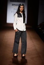 Model walk the ramp for Abraham Thakore on day 2 of Amazon India Fashion Week on 26th March 2015 (13)_551526e525d08.JPG