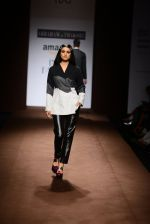 Model walk the ramp for Abraham Thakore on day 2 of Amazon India Fashion Week on 26th March 2015 (38)_5515272587ed8.JPG