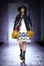 Model walk the ramp for Hemant & Nandita on day 2 of Amazon India Fashion Week on 26th March 2015 (21)_551526b4ec306.JPG