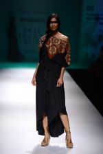 Model walk the ramp for Malini Ramani on day 2 of Amazon India Fashion Week on 26th March 2015 (211)_55152d6727be4.JPG