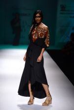Model walk the ramp for Malini Ramani on day 2 of Amazon India Fashion Week on 26th March 2015 (213)_55152d6d77747.JPG