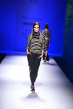 Model walk the ramp for Malini Ramani on day 2 of Amazon India Fashion Week on 26th March 2015 (293)_55152dff16d25.JPG