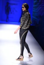 Model walk the ramp for Malini Ramani on day 2 of Amazon India Fashion Week on 26th March 2015 (298)_55152e03d6328.JPG