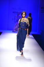 Model walk the ramp for Malini Ramani on day 2 of Amazon India Fashion Week on 26th March 2015 (313)_55152e164ef3d.JPG