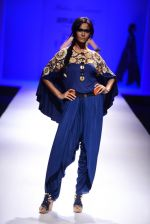 Model walk the ramp for Malini Ramani on day 2 of Amazon India Fashion Week on 26th March 2015 (316)_55152e1b32b10.JPG