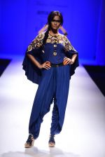 Model walk the ramp for Malini Ramani on day 2 of Amazon India Fashion Week on 26th March 2015 (317)_55152e1e3d5eb.JPG