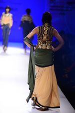 Model walk the ramp for Malini Ramani on day 2 of Amazon India Fashion Week on 26th March 2015 (325)_55152e30e9335.JPG