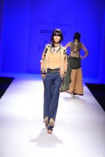 Model walk the ramp for Malini Ramani on day 2 of Amazon India Fashion Week on 26th March 2015 (326)_55152e322e0a8.JPG