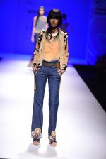 Model walk the ramp for Malini Ramani on day 2 of Amazon India Fashion Week on 26th March 2015 (329)_55152e368641c.JPG