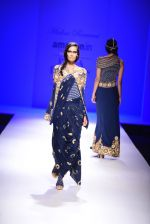 Model walk the ramp for Malini Ramani on day 2 of Amazon India Fashion Week on 26th March 2015 (339)_55152e4c977a7.JPG