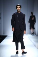Model walk the ramp for Rohit & Rahul Gandhi on day 2 of Amazon India Fashion Week on 26th March 2015 (104)_55152dfd1c45f.JPG