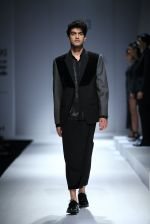 Model walk the ramp for Rohit & Rahul Gandhi on day 2 of Amazon India Fashion Week on 26th March 2015 (193)_55152e929ce51.JPG