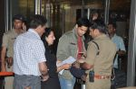 Sidharth Malhotra snapped with his parents in Mumbai Airport on 26th March 2015 (10)_55152d6f18fa1.JPG