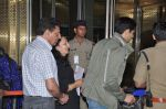 Sidharth Malhotra snapped with his parents in Mumbai Airport on 26th March 2015 (9)_55152d6b5c76f.JPG
