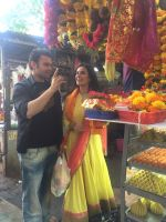 Mahaakshay Chakraborty, Evelyn Sharma Seeks Bappa_s Blessings for Ishqedarriyaan in Siddhivinayak temple, Mumbai on 31st March 2015 (29)_551b93bf6ca59.jpg