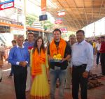 Mahaakshay Chakraborty, Evelyn Sharma Seeks Bappa_s Blessings for Ishqedarriyaan in Siddhivinayak temple, Mumbai on 31st March 2015 (25)_551b93be95481.png
