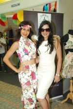 Teejay Sidhu at Amy Billimoria_s collection at Beach Princess on 5th April 2015 (81)_5522592275e4f.JPG