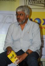 Vikram Bhatt at MR X promotions in Malad, Mumbai on 6th April 2015 (40)_55239b915f3a5.JPG